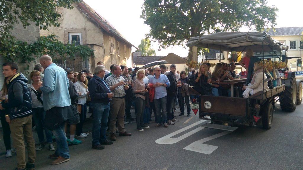 Mit dem Trecker zur Weinprobe in Selzen