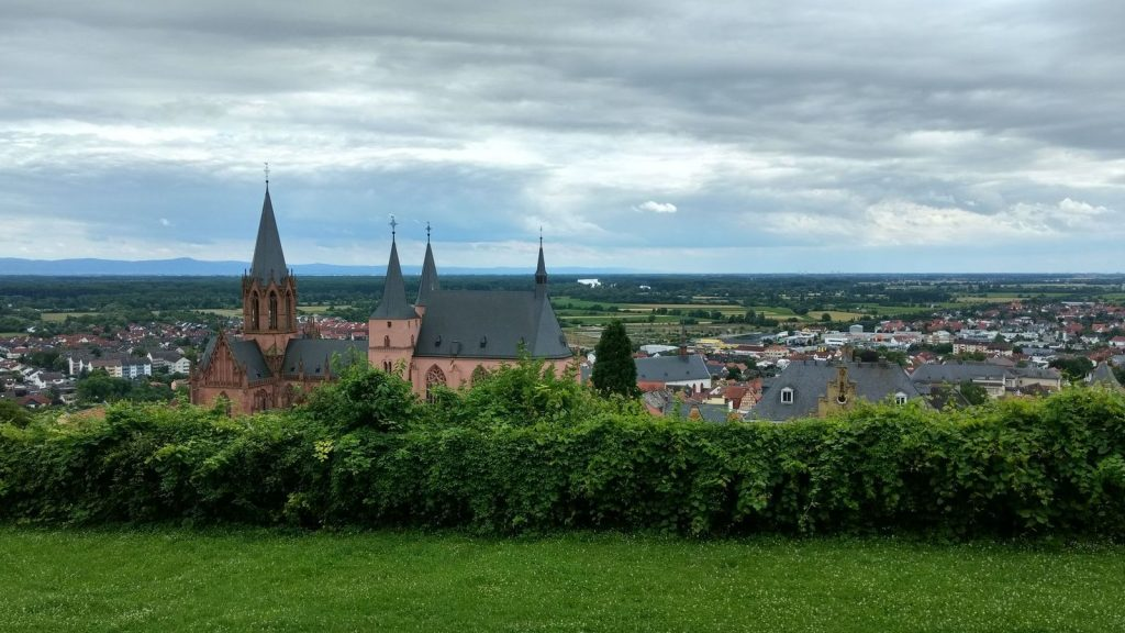 Oppenheim mit Katharinenkirche und Rhein