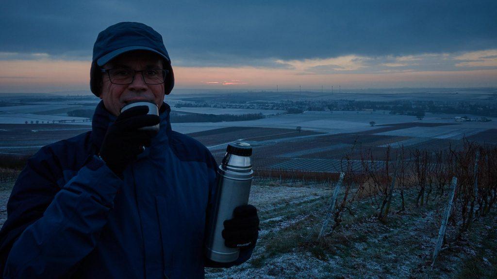 Warten auf den Sonnenaufgang überm Selztal