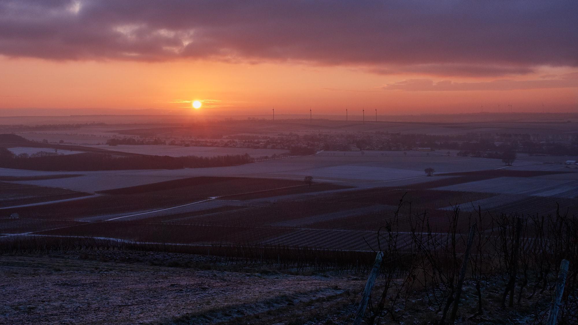 Sonnenaufgang über Rochuskapelle, Oblatenkloster St. Rupert und ...