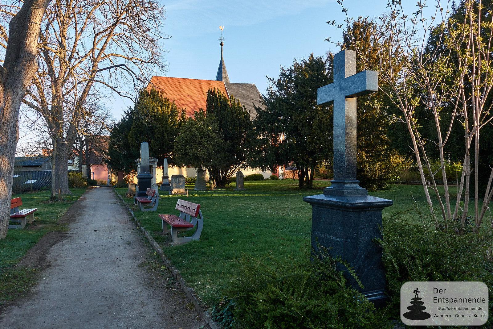 Evangelische Kirche Selzen und Friedhof