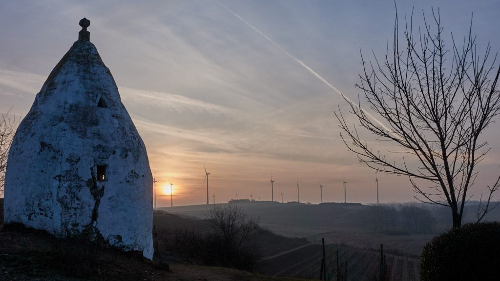 Flonheimer Trullo: Sonne hinterm Dunst