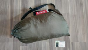Fatboy Lamzac zum Relaxen und Ausruhen (Visitenkarte zum Größenvergleich): Eingepackt
