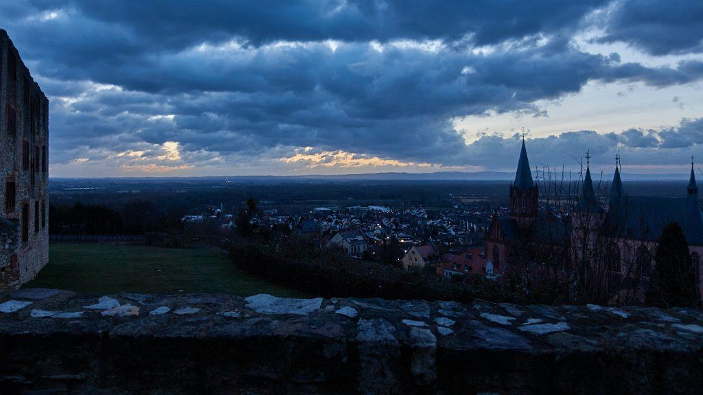 Aufwachen vor dem Sonnenaufgang bei der Katharinenkirche Oppenheim