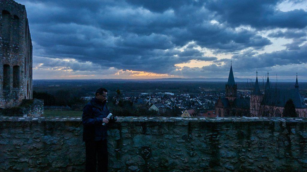 Kaffee vor dem Sonnenaufgang bei der Katharinenkirche Oppenheim