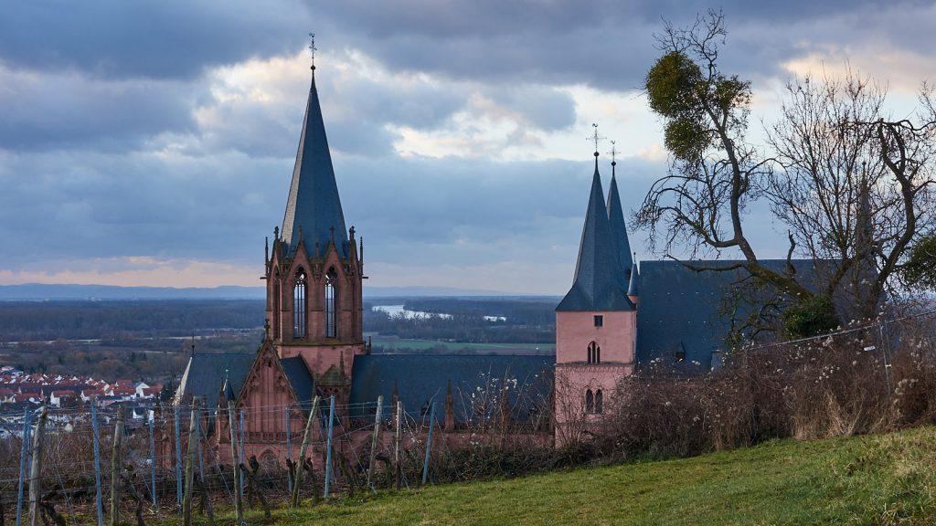 Katharinenkirche Oppenheim und die Rheinhebene