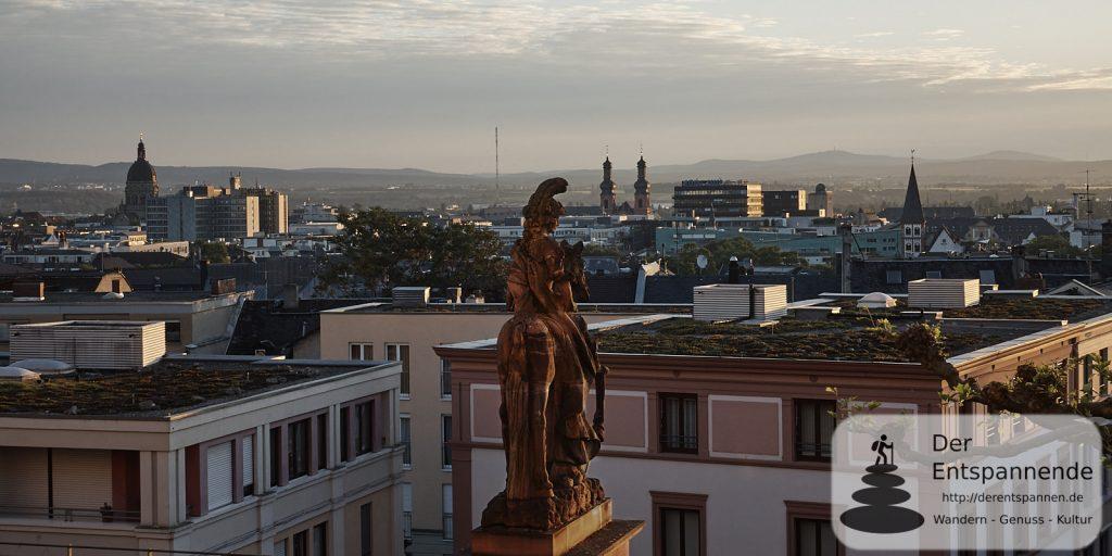 Christuskirche, Taunus - Sonnenaufgang über Mainz und dem Dom
