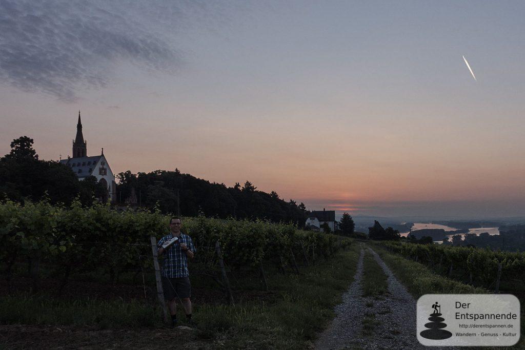 Kaffee beim Sonnenaufgang über Rochuskapelle, Oblatenkloster St. Rupert und Rhein