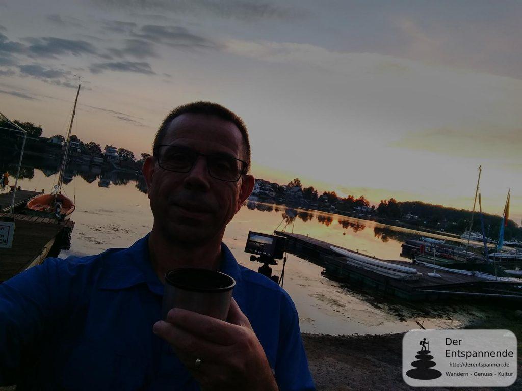 Kaffee zum Sonnenaufgang über dem Eicher See