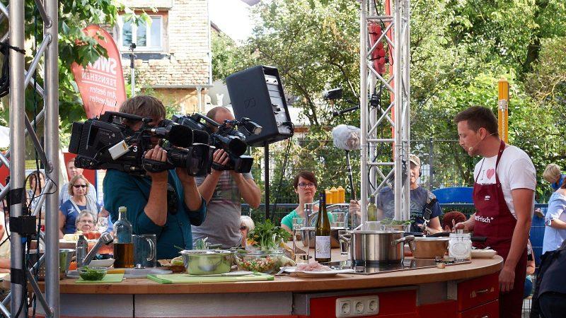 SWR Marktfrisch am 24.08.2017 in Selzen mit Tom beim Kochen