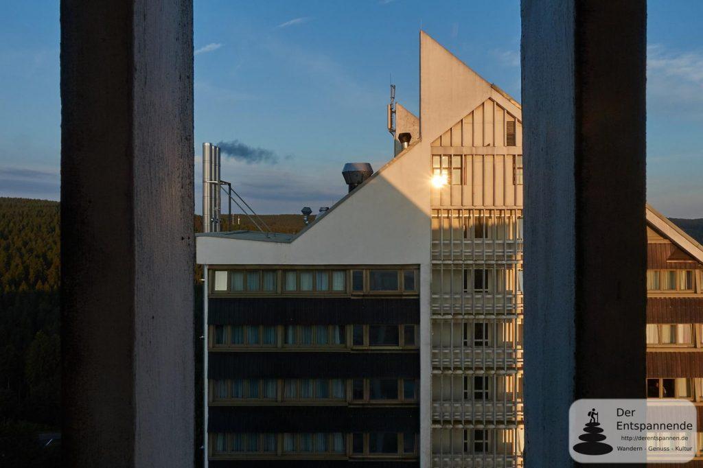 Sonnenaufgang vom 11. Stock des TREFF Hotel Panorama Oberhof: Haus 2 im Westen