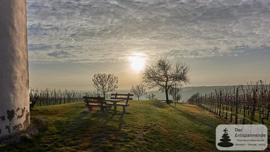 Niersteiner Wartturm: Sonnenaufgang über der Rheinebene