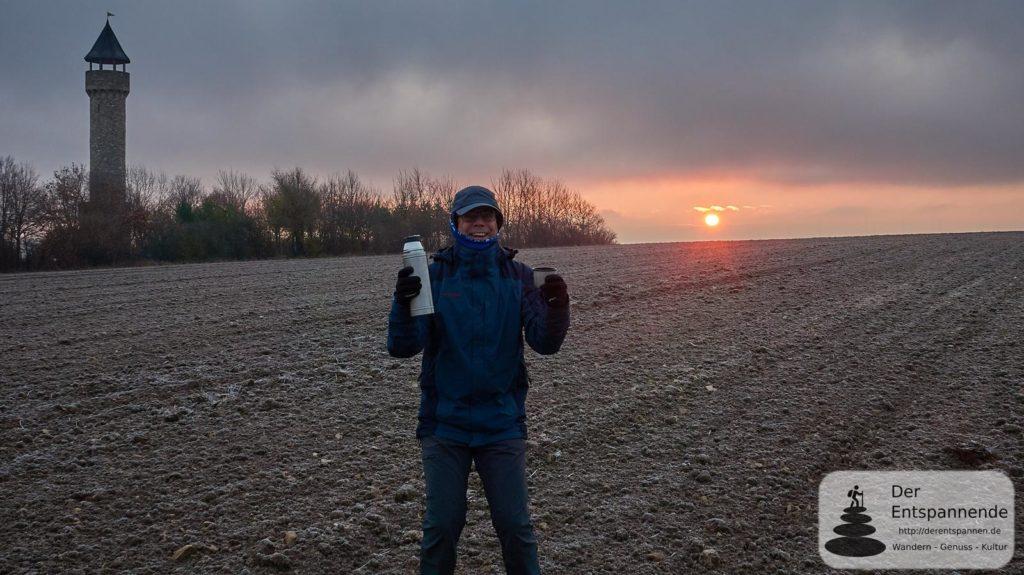 Sonnenaufgang beim Wartbergturm Alzey: Kaffee! Yeah!