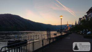 Sonnenaufgang in der Rheinschleife bei Boppard