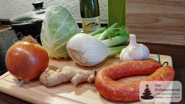 Zubereitung Spitzkohl-Fenchel-Süßkartoffel-Pfanne mit Bratwurst