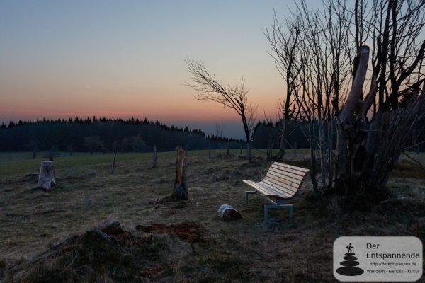 Sonnenaufgang auf dem heidebedeckten Gipfel des Kahlen Pön (Hiking Barcamp 2019 Diemelsee/Willingen)