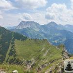 Grenzgänger: Ausblick vom Bschießer auf Weg zum Ponten (li.)