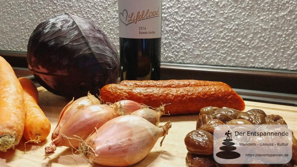 Cabanossi-Topf mit Rotkohl, Karotten und Maronen (Rezept)