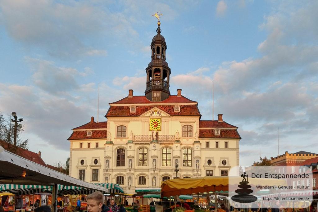 Lüneburg bei Sonnenaufgang: Ilmenau, Lösegraben, Kreidebergsee und Rathaus