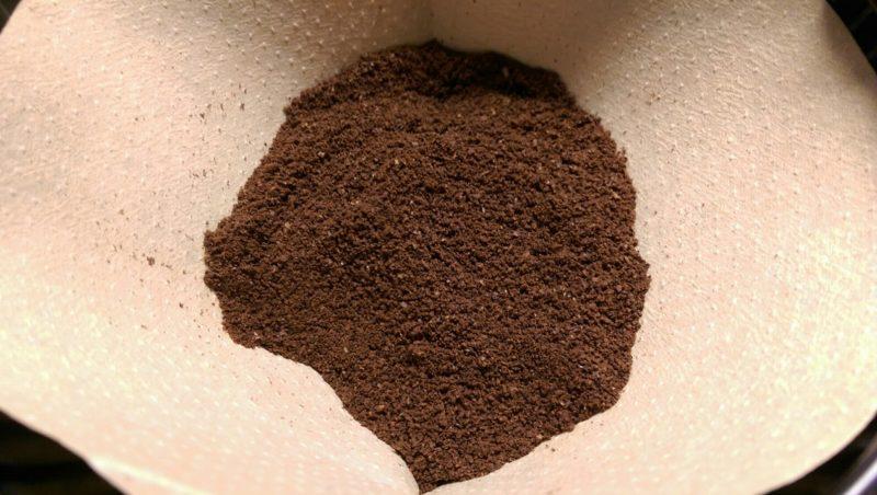 Kaffeepulver im Filter