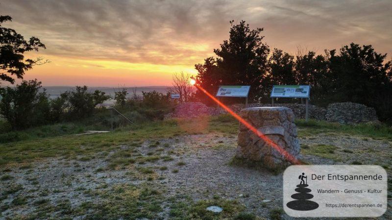 Sonnenaufgang auf dem Petersberg und über der Krypta (Rheinhessen)