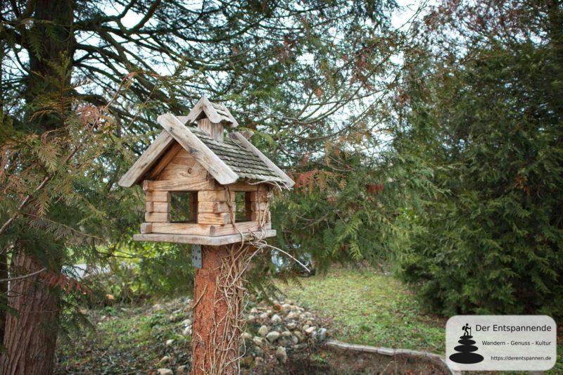 Vogelhäuschen am Ortsrand von Hahnheim am Selzbogen