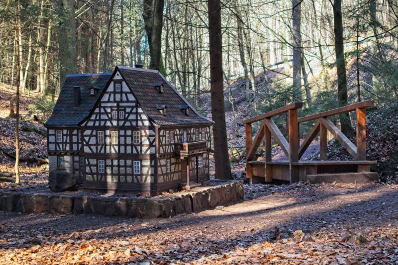 Hotel Zur Post - Miniaturhaus in der Obrunnschlucht