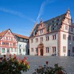 Renaissance-Rathaus und Marktplatz von Groß-Umstadt