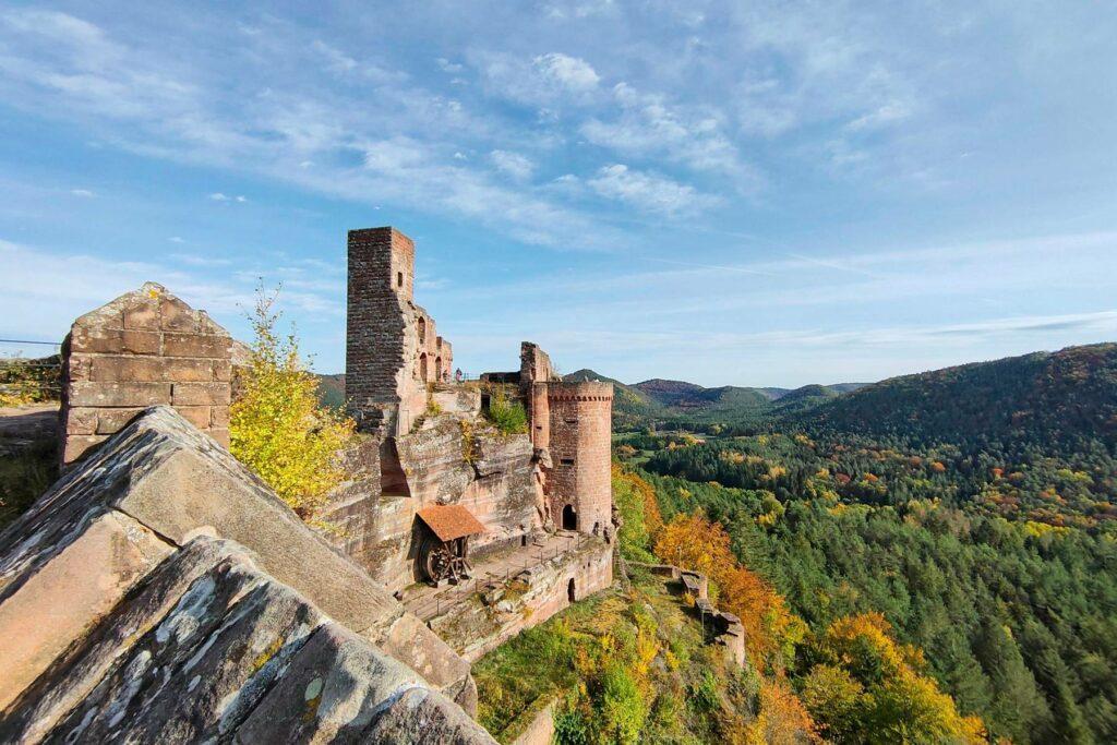 Burgenmassiv Altdahn (Burgen Altdahn, Grafendahn, Tanstein, um 1127 erbaut)